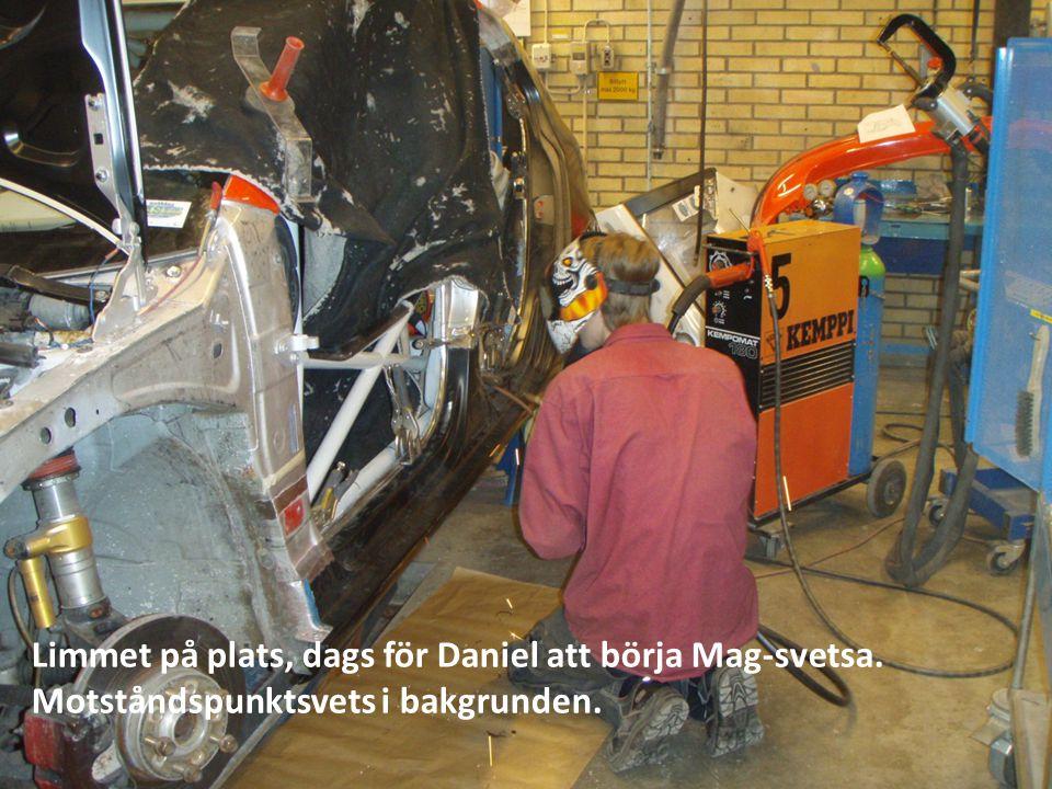 Limmet på plats, dags för Daniel att börja Mag-svetsa. Motståndspunktsvets i bakgrunden.