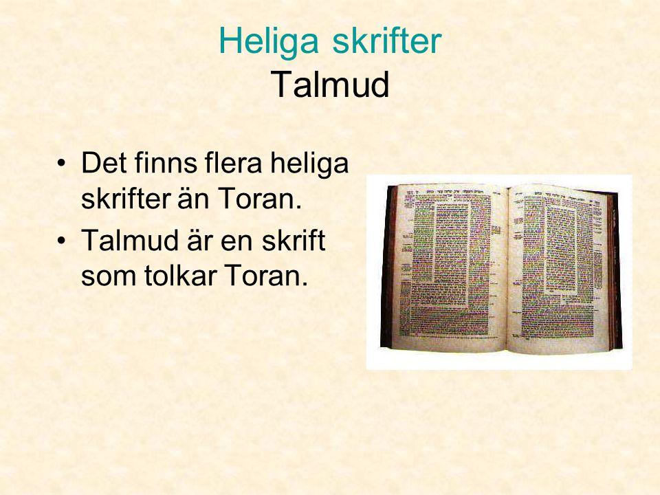 Heliga skrifter Toran Torarulle •Toran är skriven på hopfogade ark av pergament. •Toran är skriven på hebreiska, som läses från höger till vänster.