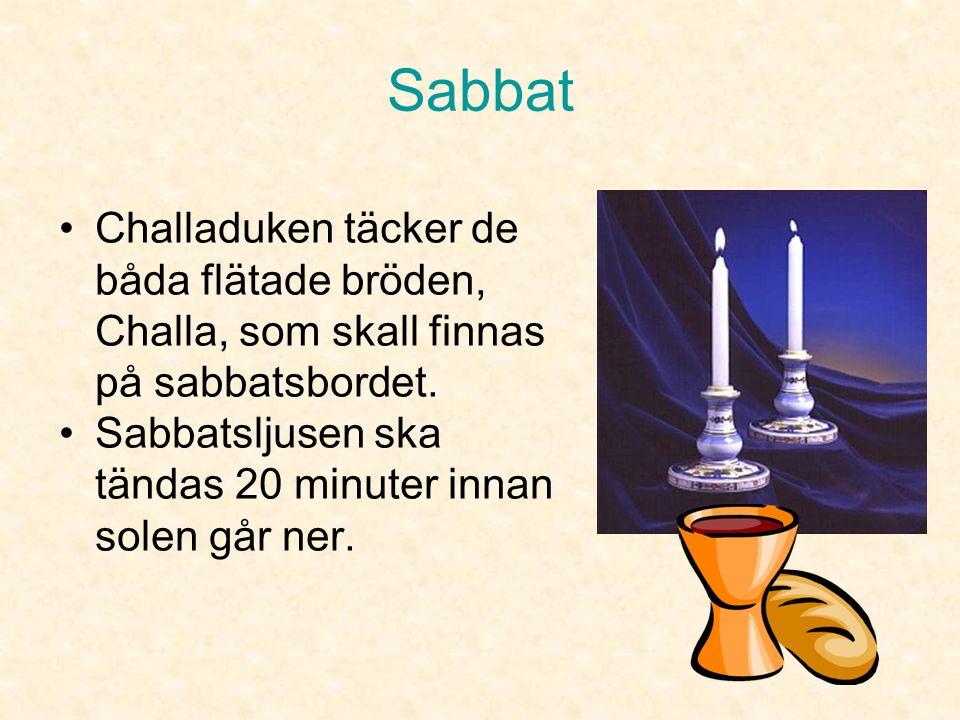Sabbat På sabbatsbordet finns •2 sabbatsljus (kan vara fler) •2 skivade hela sabbatsbröd övertäckta med en duk. •1 vinbägare av silver (eller glas)