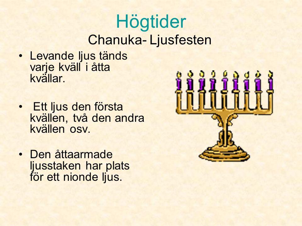 Högtider Chanuka- Ljusfesten •Enligt legenden sökte soldaterna efter olja som de skulle ha till ljusstaken som fanns där. •Det fanns bara tillräckligt