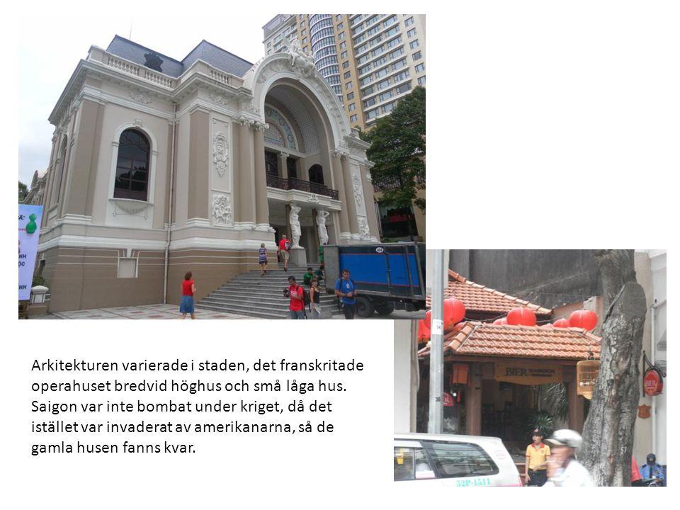 Arkitekturen varierade i staden, det franskritade operahuset bredvid höghus och små låga hus. Saigon var inte bombat under kriget, då det istället var
