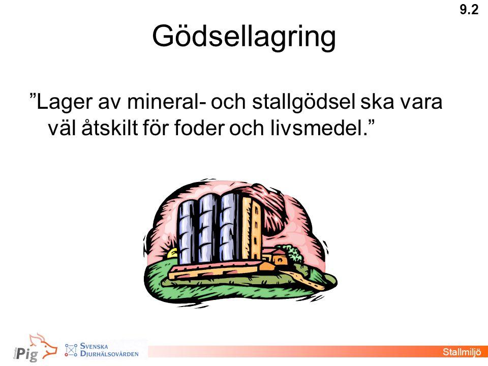 """Gödsellagring """"Lager av mineral- och stallgödsel ska vara väl åtskilt för foder och livsmedel."""" 9.2 Stallmiljö"""