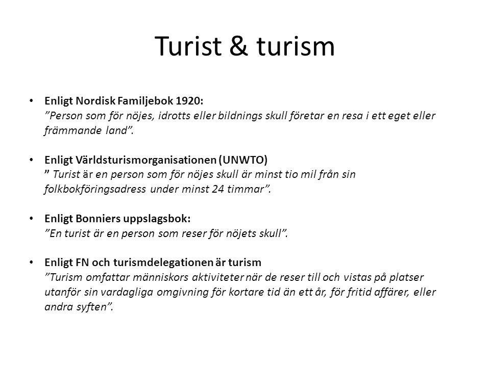 Turist & turism • Enligt Nordisk Familjebok 1920: Person som för nöjes, idrotts eller bildnings skull företar en resa i ett eget eller främmande land .