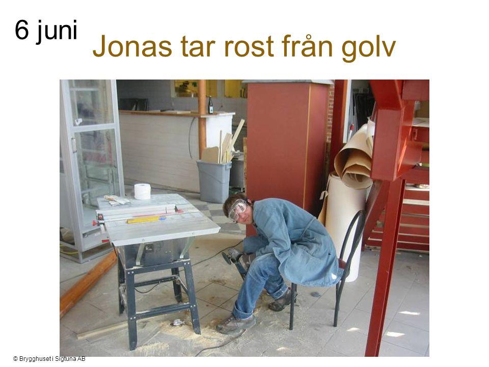 Jonas tar rost från golv 6 juni © Brygghuset i Sigtuna AB