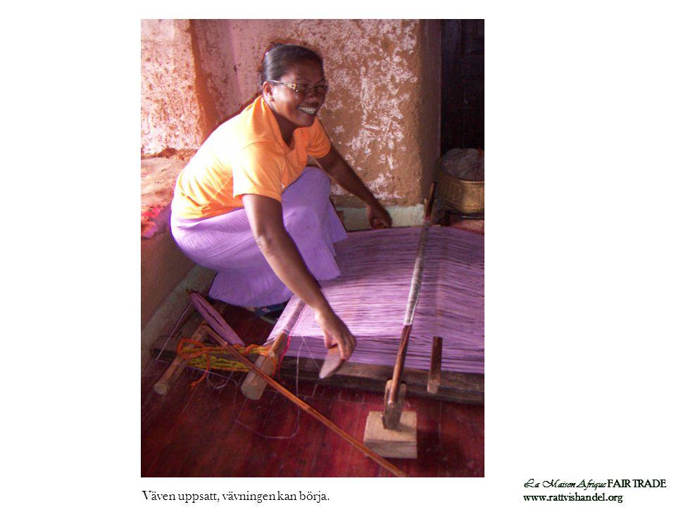 La Maison Afrique FAIR TRADE www.rattvishandel.org Väven uppsatt, vävningen kan börja.