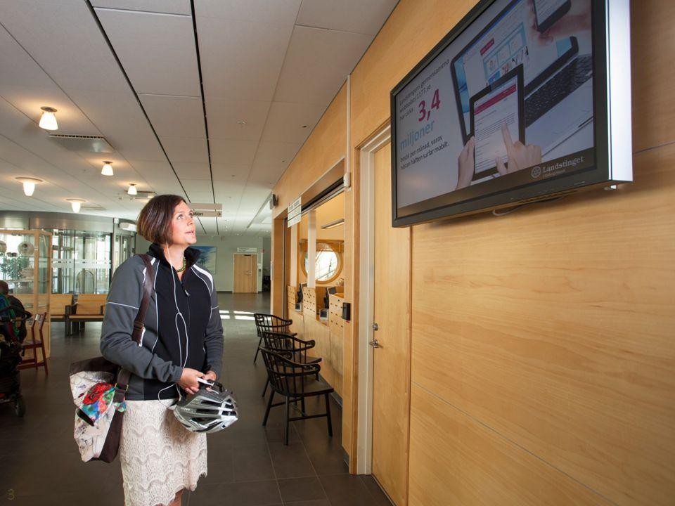 Bild på Info-PC från södra entrén med folk. 3