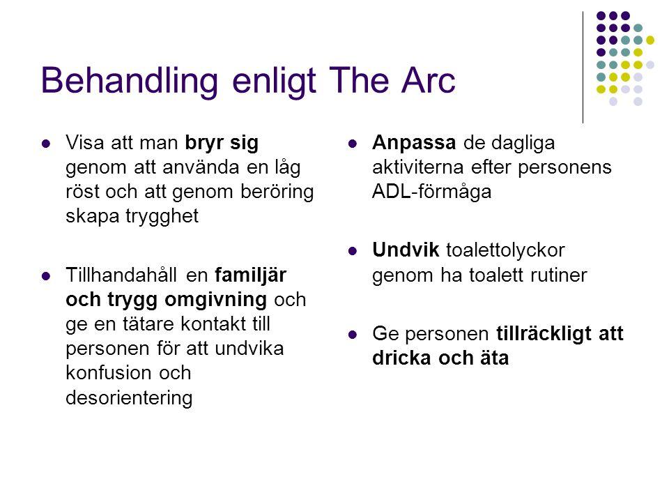 Behandling enligt The Arc  Visa att man bryr sig genom att använda en låg röst och att genom beröring skapa trygghet  Tillhandahåll en familjär och