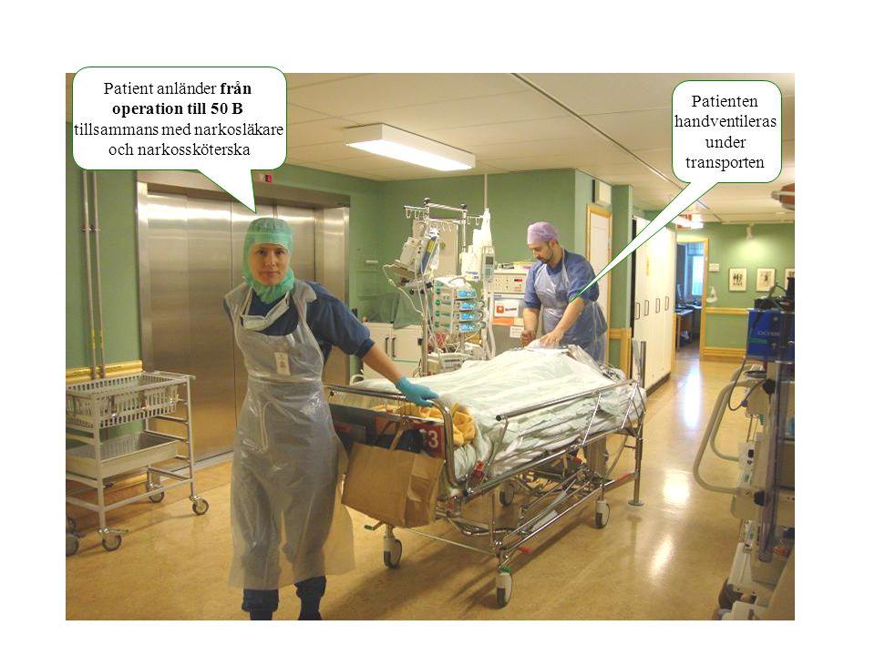 Patient anländer från operation till 50 B tillsammans med narkosläkare och narkossköterska Patienten handventileras under transporten