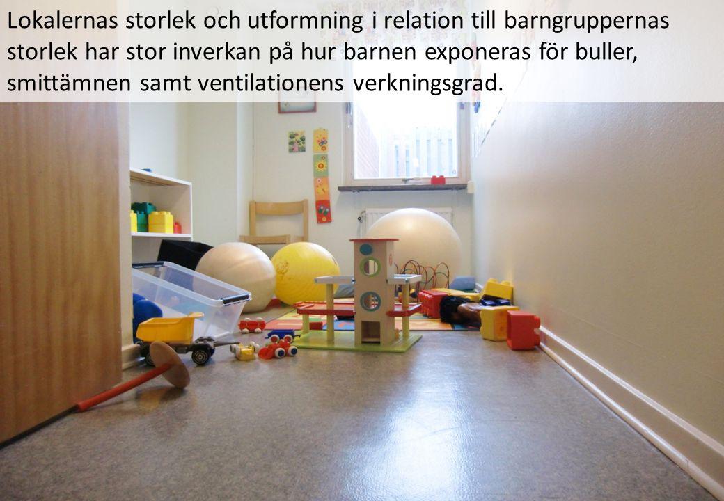 Lokalernas storlek och utformning i relation till barngruppernas storlek har stor inverkan på hur barnen exponeras för buller, smittämnen samt ventila