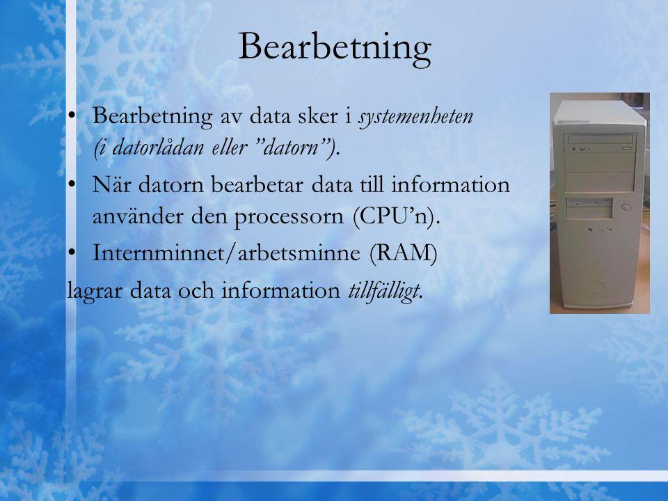 """Bearbetning Bearbetning av data sker i systemenheten (i datorlådan eller """"datorn""""). När datorn bearbetar data till information använder den processorn"""