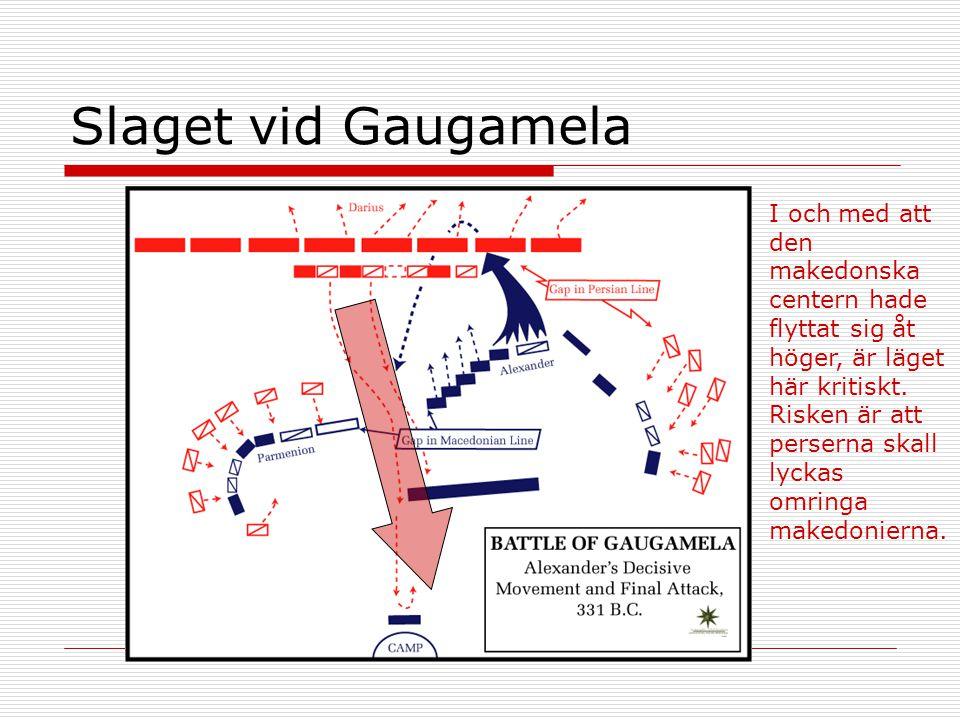 Slaget vid Gaugamela I och med att den makedonska centern hade flyttat sig åt höger, är läget här kritiskt. Risken är att perserna skall lyckas omring