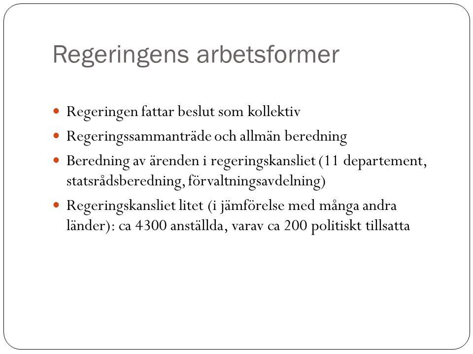 Öppenhet Offentlighetsprincipen: RF 2:1, Informationsfrihet Till främjande av ett fritt meningsutbyte och en allsidig upplysning skall varje svensk medborgare ha rätt att taga del av allmänna handlingar. (TF 2:1) Med handling förstås framställning i skrift eller bild samt upptagning som kan läsas, avlyssnas eller på annat sätt uppfattas endast med tekniskt hjälpmedel.