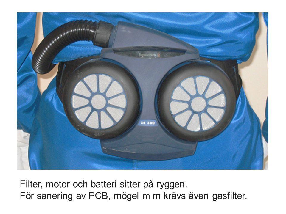 Filter, motor och batteri sitter på ryggen. För sanering av PCB, mögel m m krävs även gasfilter.
