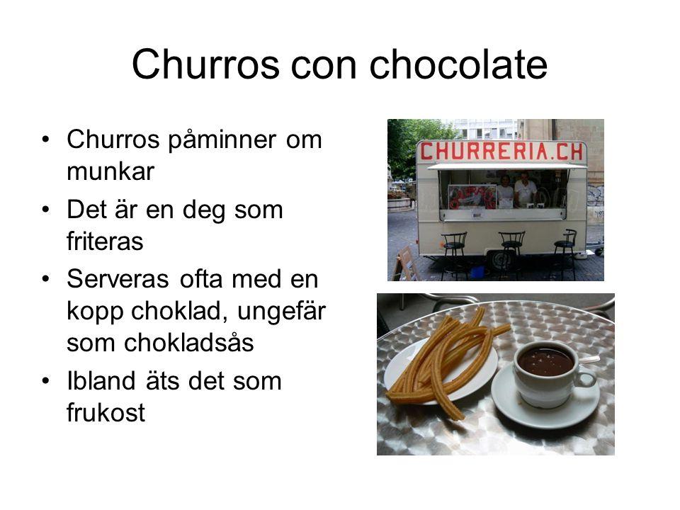 Churros con chocolate Churros påminner om munkar Det är en deg som friteras Serveras ofta med en kopp choklad, ungefär som chokladsås Ibland äts det s