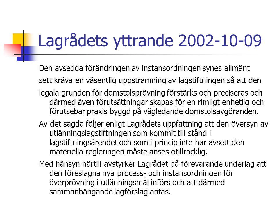 Lagrådets yttrande 2002-10-09 Den avsedda förändringen av instansordningen synes allmänt sett kräva en väsentlig uppstramning av lagstiftningen så att den legala grunden för domstolsprövning förstärks och preciseras och därmed även förutsättningar skapas för en rimligt enhetlig och förutsebar praxis byggd på vägledande domstolsavgöranden.