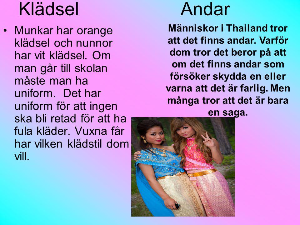 Klädsel Andar Munkar har orange klädsel och nunnor har vit klädsel.