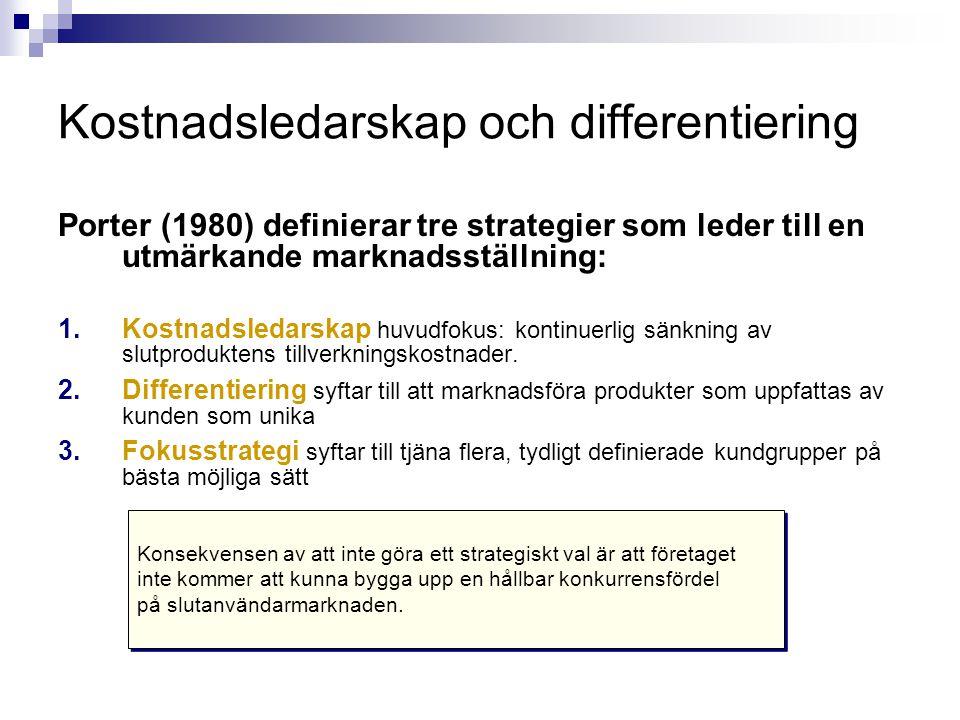 Kostnadsledarskap och differentiering Porter (1980) definierar tre strategier som leder till en utmärkande marknadsställning: 1.Kostnadsledarskap huvu