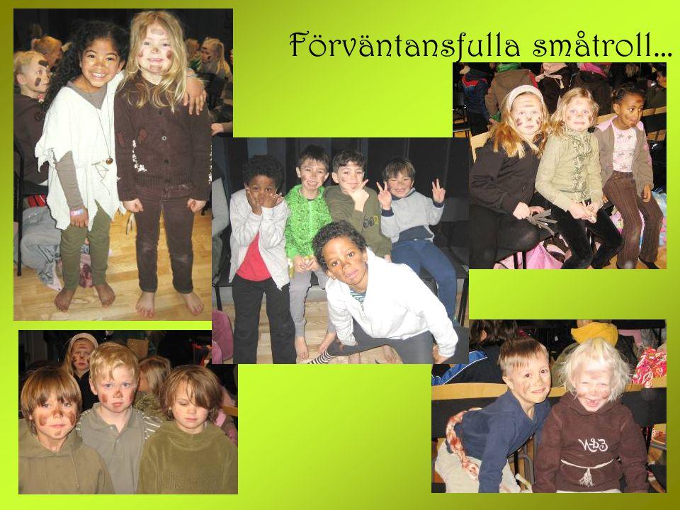 Trollutställning Utanför stora scenen hängde alla medverkande barnens trollskapelser.