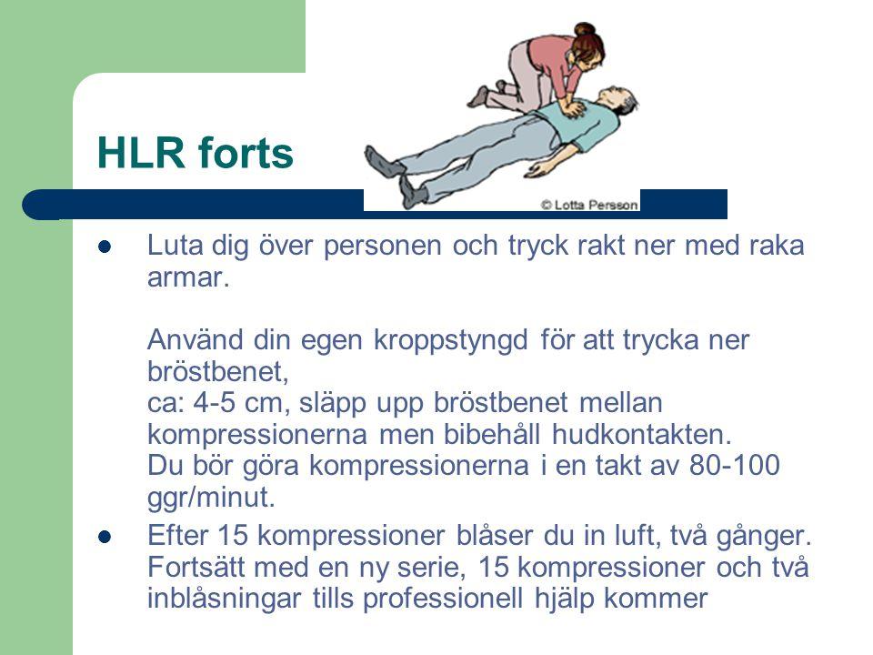 HLR forts Luta dig över personen och tryck rakt ner med raka armar. Använd din egen kroppstyngd för att trycka ner bröstbenet, ca: 4-5 cm, släpp upp b