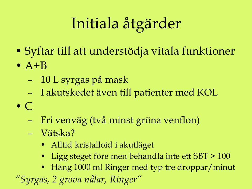 Initiala åtgärder Syftar till att understödja vitala funktioner A+B – 10 L syrgas på mask – I akutskedet även till patienter med KOL C – Fri venväg (två minst gröna venflon) – Vätska.