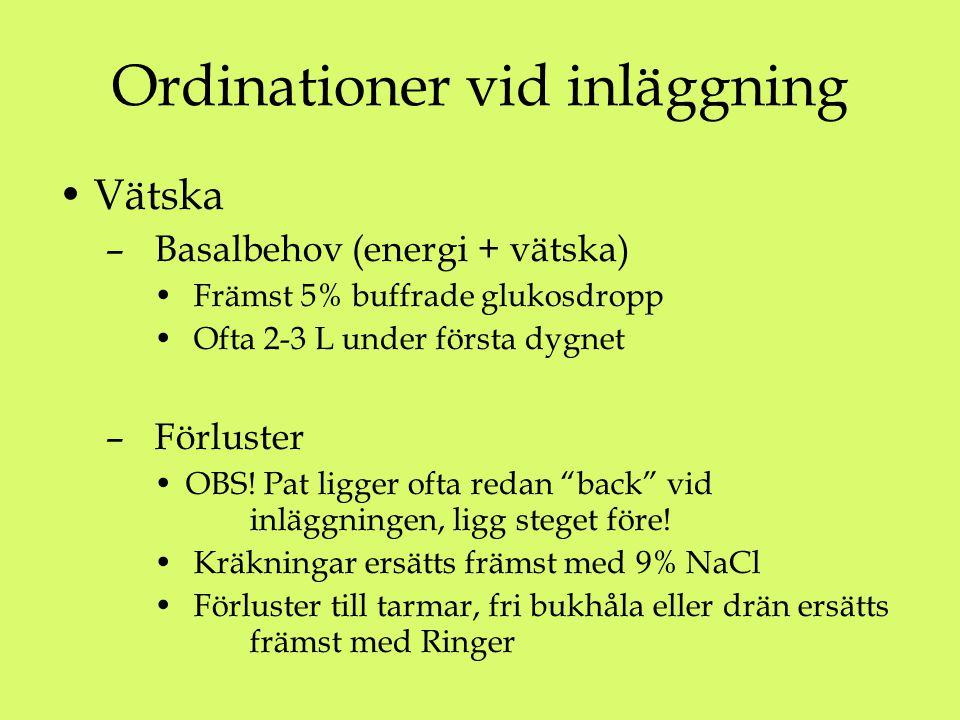 Ordinationer vid inläggning Vätska – Basalbehov (energi + vätska) Främst 5% buffrade glukosdropp Ofta 2-3 L under första dygnet – Förluster OBS.