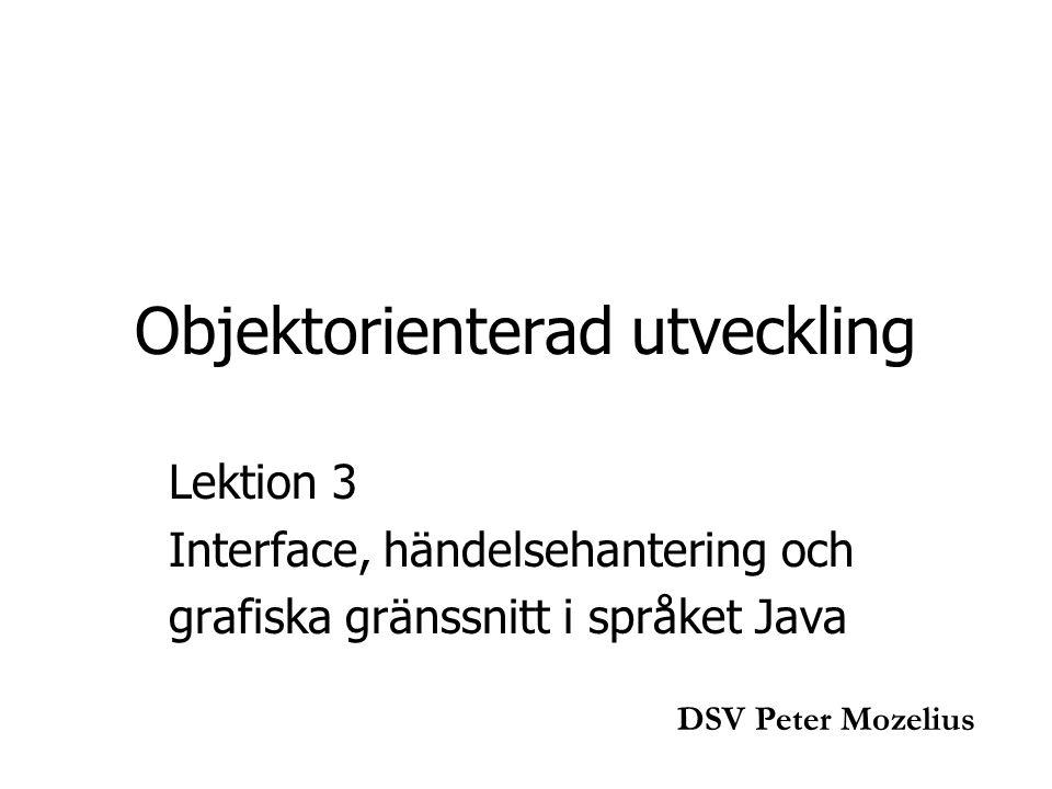 Lektion 3a public class Lektion3a extends JFrame implements ActionListener { private JButton nordKnapp; private JLabel sydEtikett; public Lektion3a(){ super( Lektion3a ); setSize(300, 150); nordKnapp = new JButton( Tryck för en hälsning ); sydEtikett = new JLabel( Här ska hälsningen hamna , JLabel.CENTER); nordKnapp.addActionListener(this);