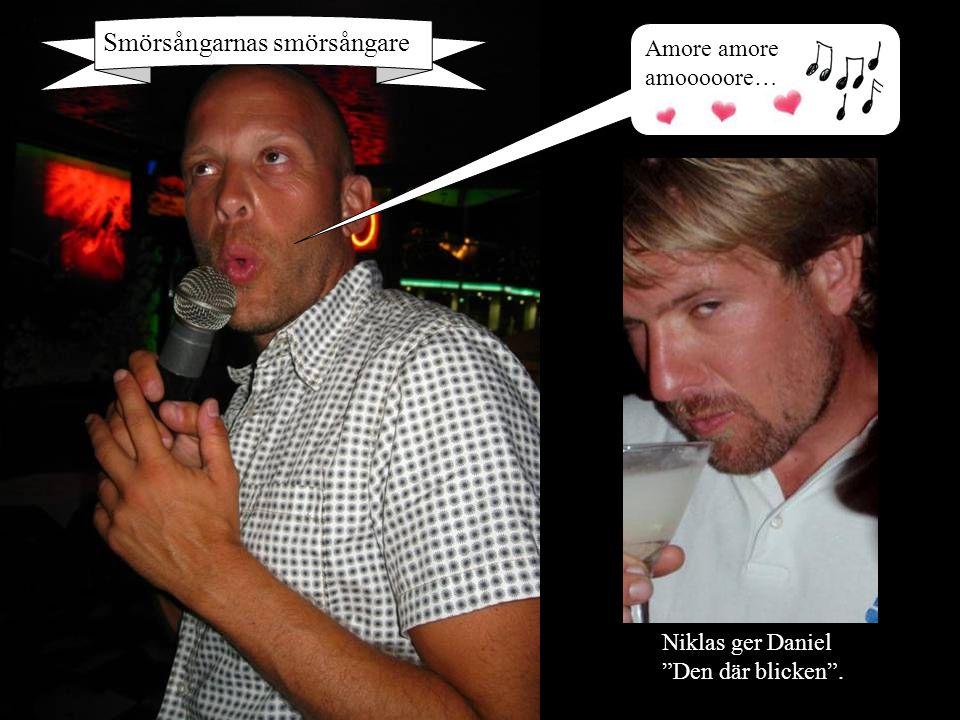 """Amore amore amooooore… Smörsångarnas smörsångare Niklas ger Daniel """"Den där blicken""""."""