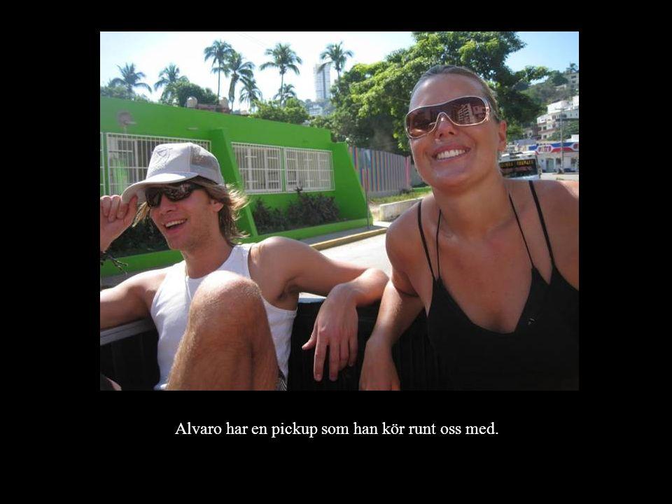 Förutom Alvaros pickup finns det ett par olika sätt att ta sig fram i Acapulco.