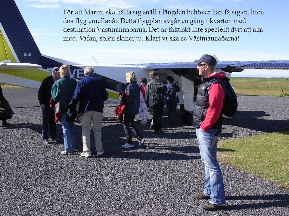 För att Martin ska hålla sig snäll i längden behöver han få sig en liten dos flyg emellanåt. Detta flygplan avgår en gång i kvarten med destination Vä