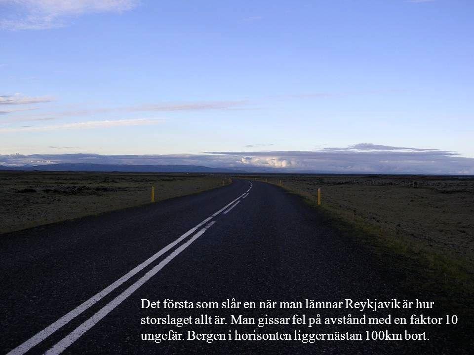 Det första som slår en när man lämnar Reykjavik är hur storslaget allt är. Man gissar fel på avstånd med en faktor 10 ungefär. Bergen i horisonten lig