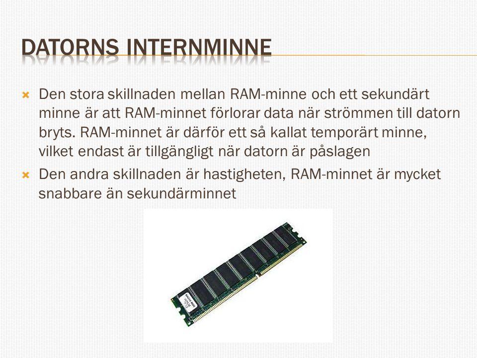  Den stora skillnaden mellan RAM-minne och ett sekundärt minne är att RAM-minnet förlorar data när strömmen till datorn bryts. RAM-minnet är därför e