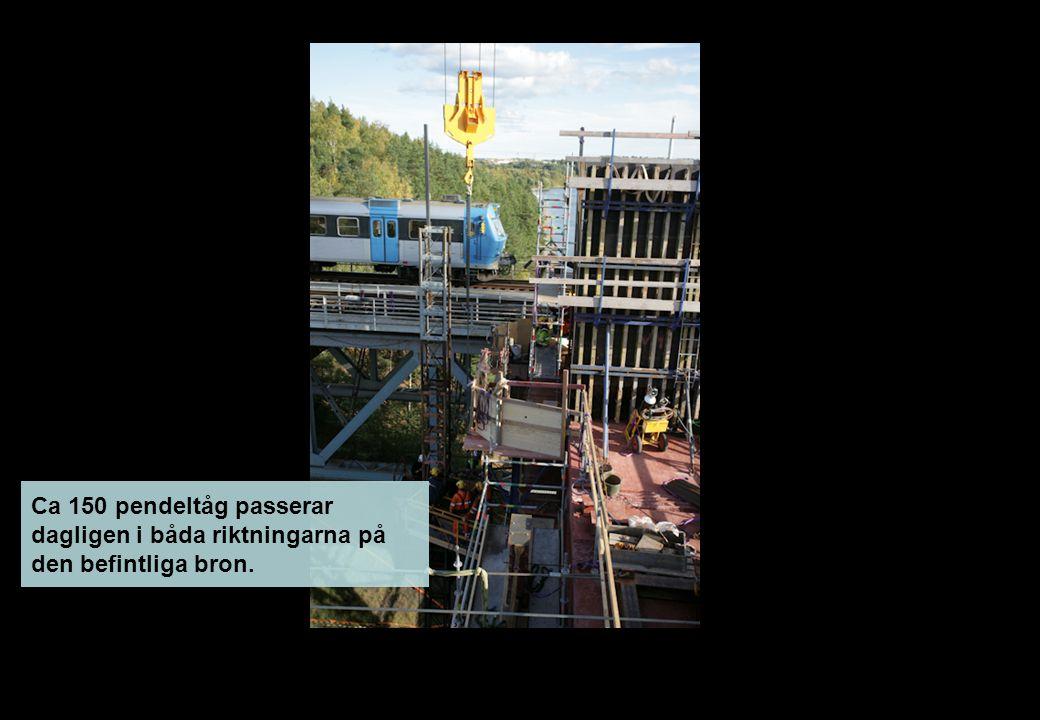 Ca 150 pendeltåg passerar dagligen i båda riktningarna på den befintliga bron.