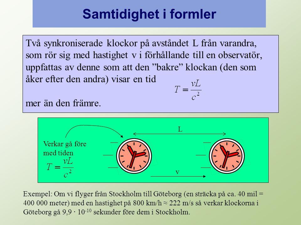 Samtidighet i formler Två synkroniserade klockor på avståndet L från varandra, som rör sig med hastighet v i förhållande till en observatör, uppfattas av denne som att den bakre klockan (den som åker efter den andra) visar en tid mer än den främre.
