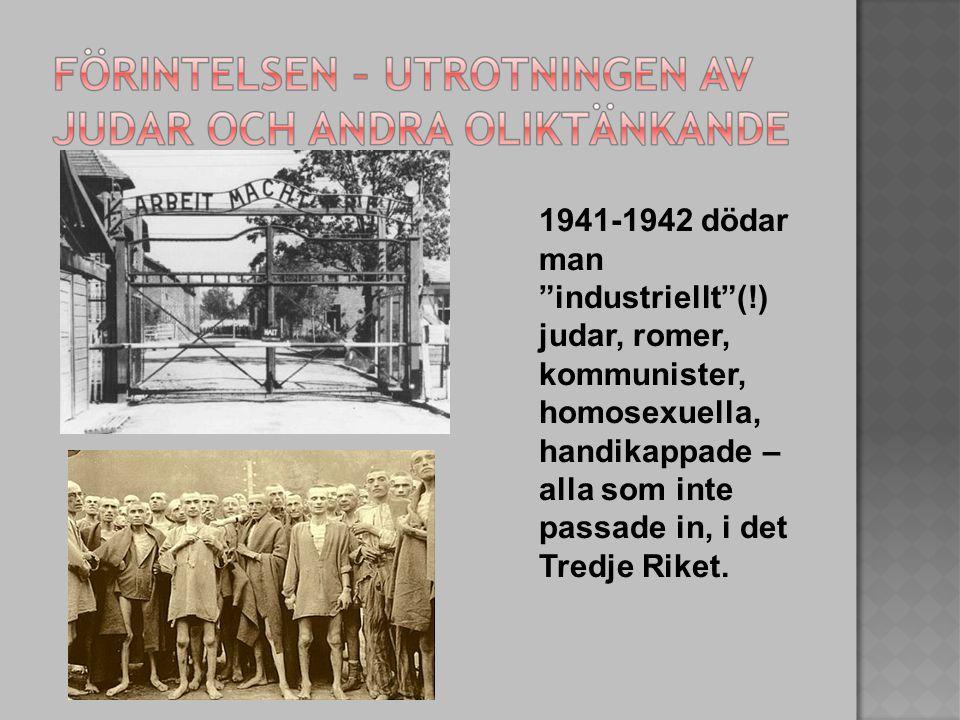 1941-1942 dödar man industriellt (!) judar, romer, kommunister, homosexuella, handikappade – alla som inte passade in, i det Tredje Riket.