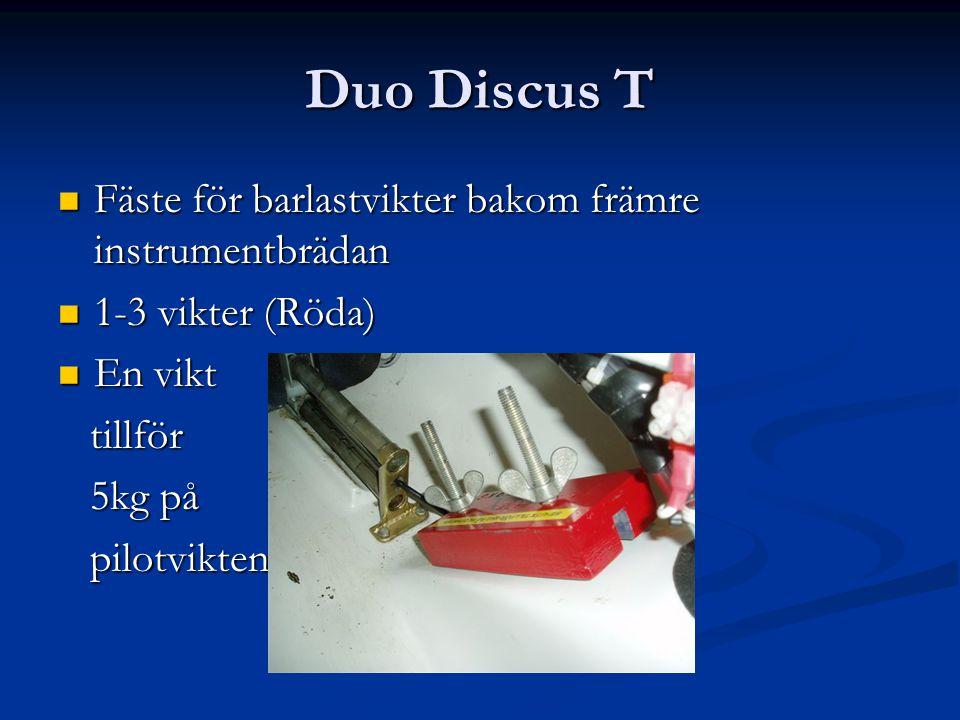 Duo Discus T Fäste för barlastvikter bakom främre instrumentbrädan Fäste för barlastvikter bakom främre instrumentbrädan 1-3 vikter (Röda) 1-3 vikter (Röda) En vikt En vikt tillför tillför 5kg på 5kg på pilotvikten pilotvikten