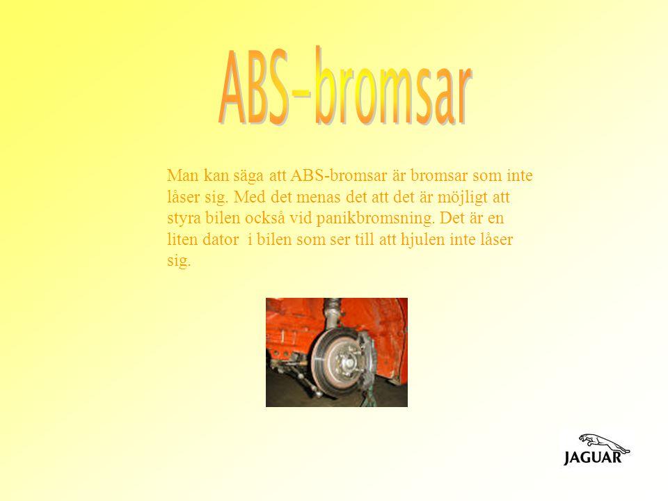 Man kan säga att ABS-bromsar är bromsar som inte låser sig. Med det menas det att det är möjligt att styra bilen också vid panikbromsning. Det är en l