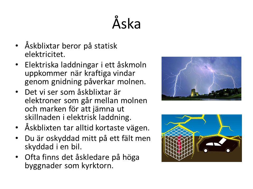 Åska Åskblixtar beror på statisk elektricitet. Elektriska laddningar i ett åskmoln uppkommer när kraftiga vindar genom gnidning påverkar molnen. Det v