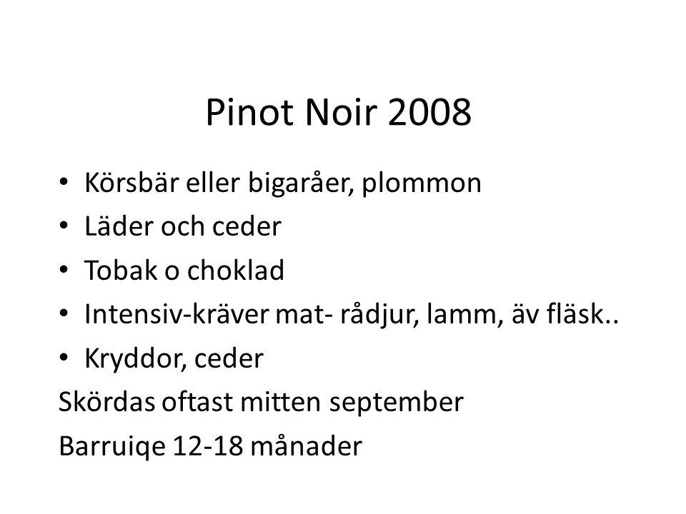Pinot Noir 2008 Körsbär eller bigaråer, plommon Läder och ceder Tobak o choklad Intensiv-kräver mat- rådjur, lamm, äv fläsk.. Kryddor, ceder Skördas o