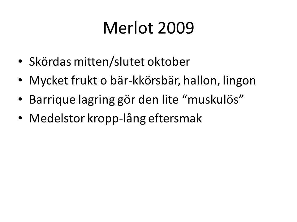 Merlot 2009 Skördas mitten/slutet oktober Mycket frukt o bär-kkörsbär, hallon, lingon Barrique lagring gör den lite muskulös Medelstor kropp-lång eftersmak