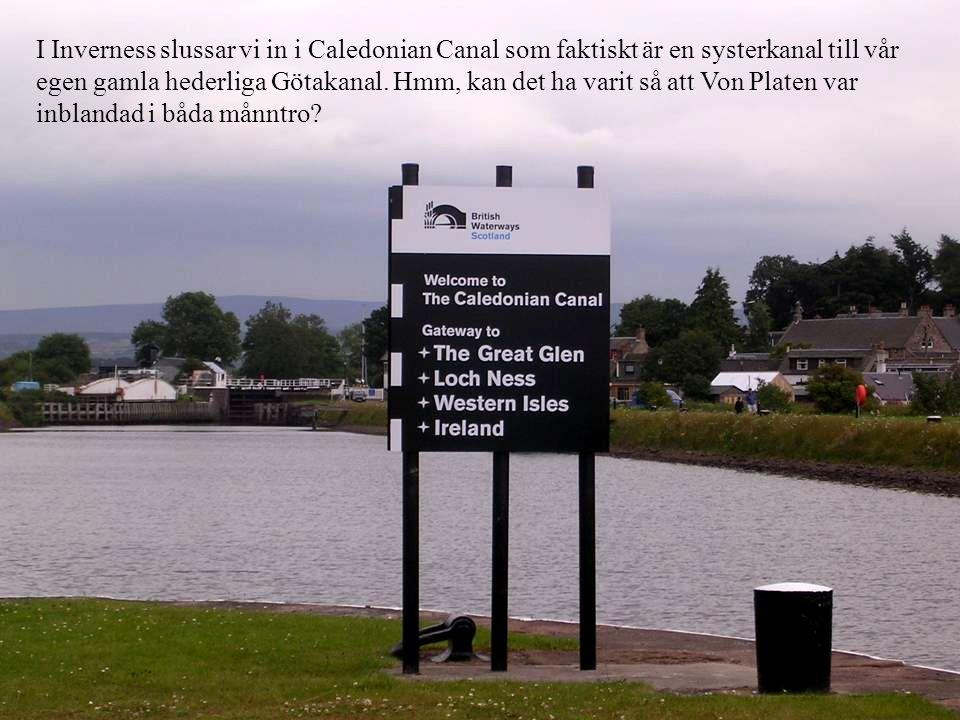 I Inverness slussar vi in i Caledonian Canal som faktiskt är en systerkanal till vår egen gamla hederliga Götakanal.