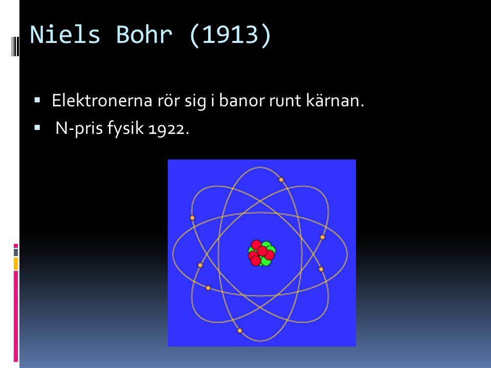 Niels Bohr (1913)  Elektronerna rör sig i banor runt kärnan.  N-pris fysik 1922.