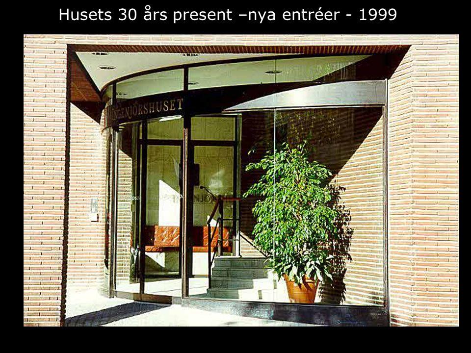 Husets 30 års present –nya entréer - 1999