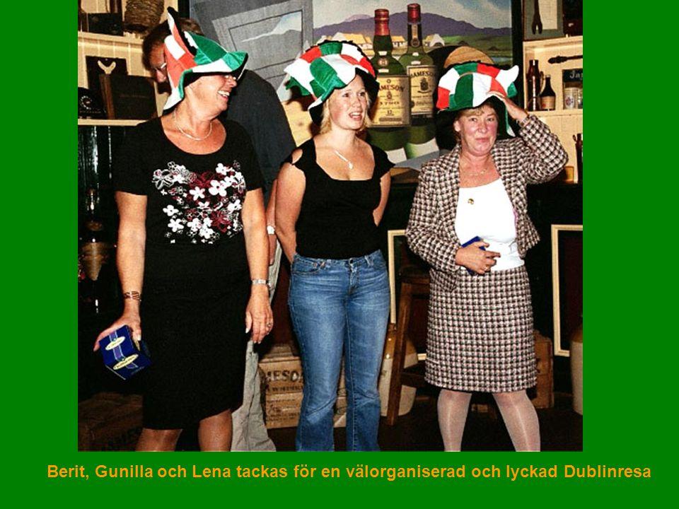 Berit, Gunilla och Lena tackas för en välorganiserad och lyckad Dublinresa