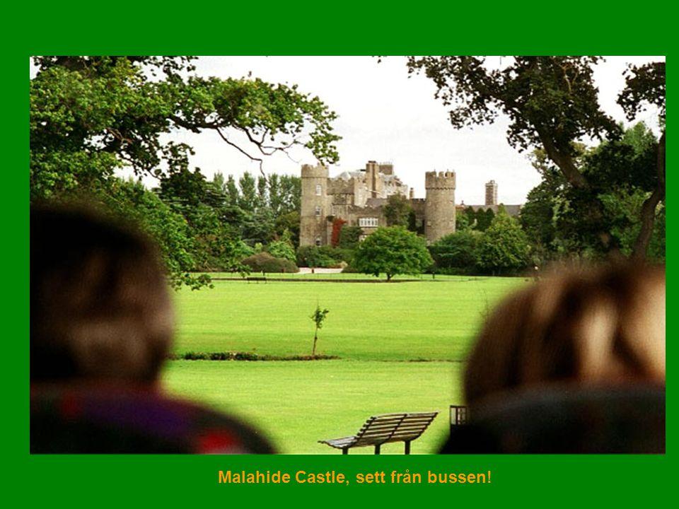 Malahide Castle, sett från bussen!