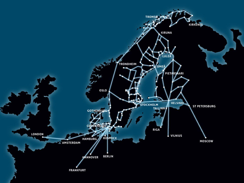 Regeringens mål 100 Mbit/s till 90 % av befolkningen 2020 Tillgång till bredband med minst 50 Mbit/s Tätort 47 % Glesbygd 16 % 99,48 % av befolkningen i Norrbotten har tillgång till bredband med minst 1 Mbit/s i genomsnitt nedströms TILLGÅNG TILL BREDBAND I NORRBOTTEN