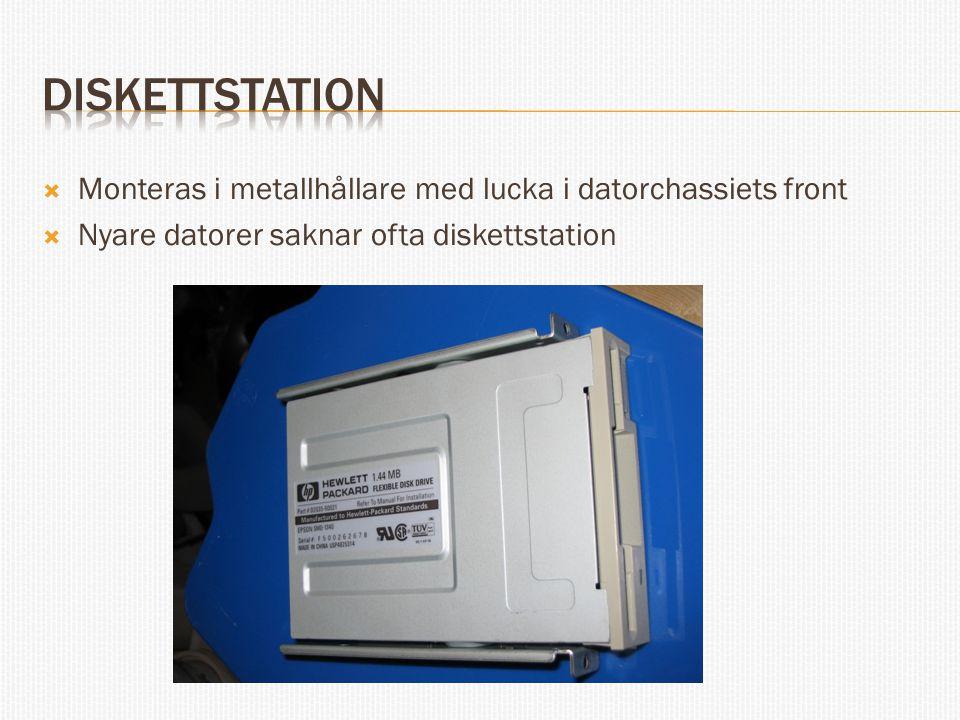  Monteras i metallhållare med lucka i datorchassiets front  Nyare datorer saknar ofta diskettstation