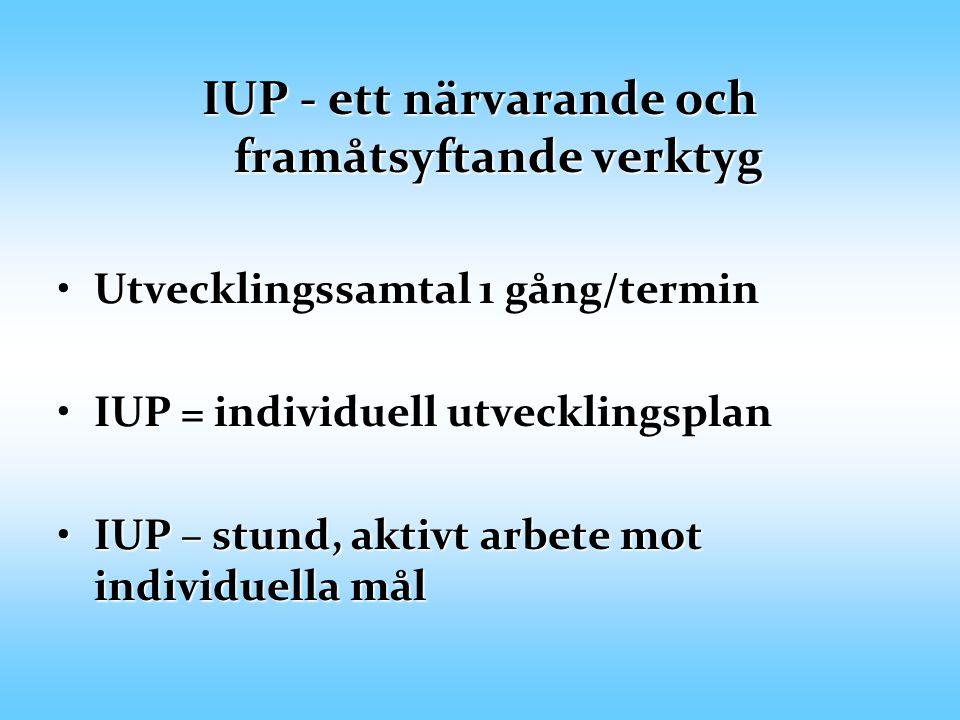 IUP - ett närvarande och framåtsyftande verktyg Utvecklingssamtal 1 gång/terminUtvecklingssamtal 1 gång/termin IUP = individuell utvecklingsplanIUP = individuell utvecklingsplan IUP – stund, aktivt arbete mot individuella målIUP – stund, aktivt arbete mot individuella mål