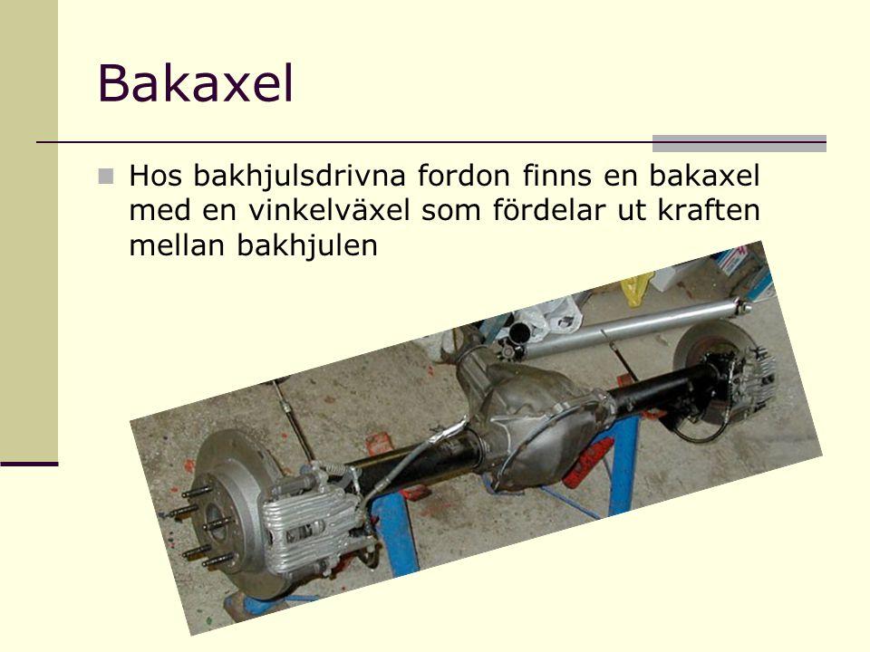Bakaxel Hos bakhjulsdrivna fordon finns en bakaxel med en vinkelväxel som fördelar ut kraften mellan bakhjulen
