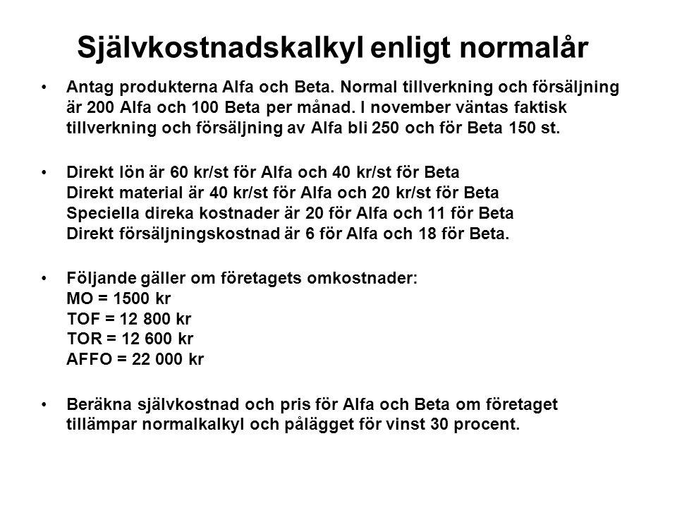 Självkostnadskalkyl enligt normalår Antag produkterna Alfa och Beta. Normal tillverkning och försäljning är 200 Alfa och 100 Beta per månad. I novembe