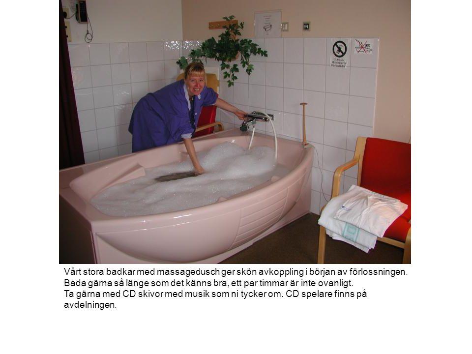 Vårt stora badkar med massagedusch ger skön avkoppling i början av förlossningen.